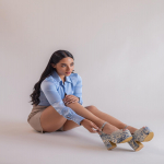 ¡Con nuestros colores favorito, Maya Blue nos recuerda la magia del azul! 💙  El color azul representa la inspiración y es un color espiritual; a nosotras nos inspira y nos hace conectar con la naturaleza✨  El azul se hace presente en varios estilos de nuestra colección Paraíso de Colores, ¡descúbrelos todos!  Para mayor información, escríbenos al número de WhatsApp 📱 +57 316 6956781 o al DM  #sábatesshoes #shoes #dreamshoes #paraisodecolores #blue
