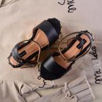 Black is the new black🖤 ¡por siempre!  Por eso nuestros estilos en negro, siempre roban corazones. Los nuevo Caro Black, sin embargo, tienen detalles aún más especiales✨  Para mayor información, escríbenos al número de WhatsApp 📱 +57 316 6956781 o al DM  #sábatesshoes #shoes #dreamshoes #girlpower #women #yute
