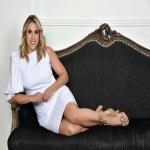 """¡El zapato nude perfecto si existe! Y es nuestro """"Girasol Beige"""" de la colección Arte 99.  Para una ocasión formal o quizás casual, depende de ti como decidas usarlos.  Además, apreciamos como complemento este fabuloso vestido blanco de nuestra querida diseñadora venezolana @beatrizpineda. 🤍  Para mayor información, escríbenos al número de WhatsApp 📱 +57 316 6956781 o al DM  #sábatesshoes #shoes #dreamshoes #handmade #clasicos"""
