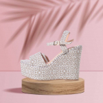 Para quienes tienen un gusto más sútil y recatado✨  Es cierto que tenemos muchos prints divertidos, coloridos y diferentes, pero también, tenemos estilos con prints más sofisticados y sutiles😌  Nuestra opción perfecta y predilecta: Alejandra Beige. Con un toque distinto pero en tonos neutrales⭐️  Para pedidos o mayor información, puedes comunicarte al 📱 +57 316 6956781 o al DM. También puedes visitar nuestra web www.sabatesshoes.shop 💻  #sábatesshoes #shoes #dreamshoes #girlpower #women #empower
