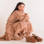 Los colores neutrales también pueden lograr un efecto mágico✨  Nuestro estilo Danna Classic Beige y el nuevo clásico de Sábates Dalia Miel acompañado con una falda y top  increíble diseñado por @beatrizpineda para la colección Arte 99.  ¡Sguimos trabajando en nuevos modelos! ⭐️ ¿qué te gustaría ver próximamente en Sábates?  Para mayor información, escríbenos al número de WhatsApp 📱 +57 316 6956781 o al DM  #sábatesshoes #shoes #dreamshoes #newcollection #arte99
