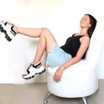 @siberianhouston  ・・・ ¡DISFRUTANDO DE UN CALZADO ÚNICO! 💁🏼♀️ Nuestra querida @_mariacristinar luciendo cómoda, segura y sobretodo hermosa con nuestros Tenis Beige & Black 🖤  Consulta por los modelos de tenis que tenemos disponibles al 281 914 6465 📲  Link en la biografía!  #sabatesshoes #siberianshoes #siberianhouston #shoes #tenis #moda #girl #follow #tendencias2021 #mayo