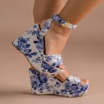 Porque ninguno de nuestros estilos es completamente igual al otro y eso los hace aún más especiales⚡️  Muy rara vez el corte los materiales permite que otros pares sean totalmente iguales. Por ello, tus Sábates serán únicos.   Date la oportunidad de vivir la experiencia y encontrar estilos que se adapten a ti. Fiorella Blue podría ser una excelente opción💙  Para mayor información, escríbenos al número de WhatsApp 📱 +57 316 6956781 o al DM  #sábatesshoes #shoes #dreamshoes #women #fashion