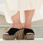 ¡El material favorito de todas en la Costa! 🖤  En nuestra nueva colección era imposible que faltara el yute, pero quisimos una propuesta diferente esta vez.  Así nació nuesto Dari Black que estamos seguras será un exito en almacén y en nuestra web, disponibles próximamente✨  Para mayor información, escríbenos al número de WhatsApp 📱 +57 316 6956781 o al DM  #sábatesshoes #shoes #dreamshoes #sabatesgirls #estilo #looks